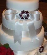 Wedding Cake with Wreath brooch